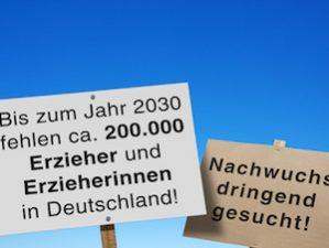 Schilder: Erzieher und Erzieherinnen dringend gesucht!